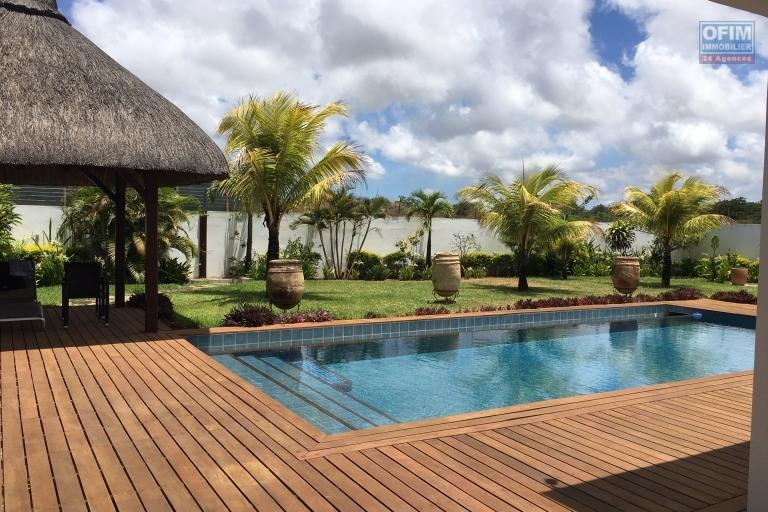 For rent superb 4 bedroom villa plus outbuildings with swimming pool in private and secure domain on Grand Baie.