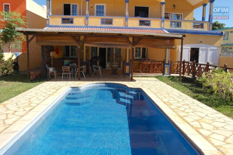 Albion sale of a charming villa with swimming pool and garage near to the beach