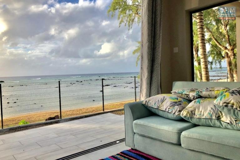 For rent 4 apartments T3 feet in the water with magnificent sea view in Pointe aux Biches.