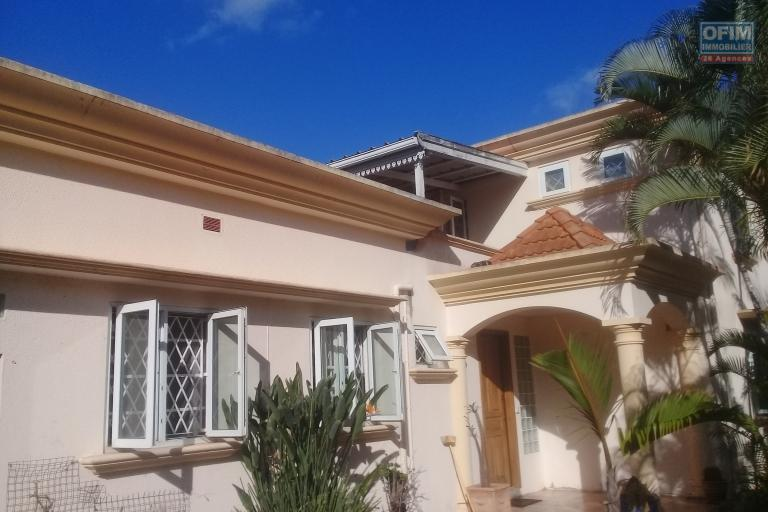 For sale villa F5 close to the beach on a beautiful plot of land in Balaclava.