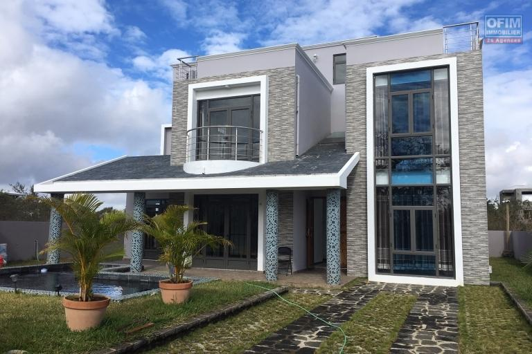 5 bedroom villa and office, swimming pool and garden in private and secure domain in Mont Choisy
