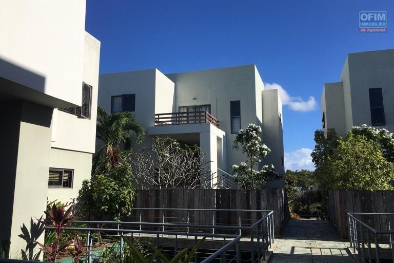For rent T4 duplex in a popular and ecological residence in the center of Grand Baie.