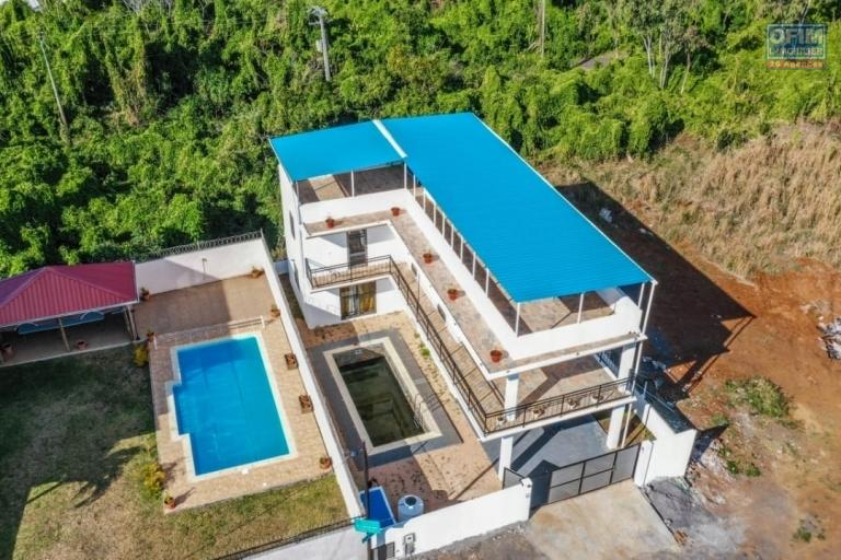 For sale locally new 4 bedroom villa with swimming pool and garden in Pereybère.
