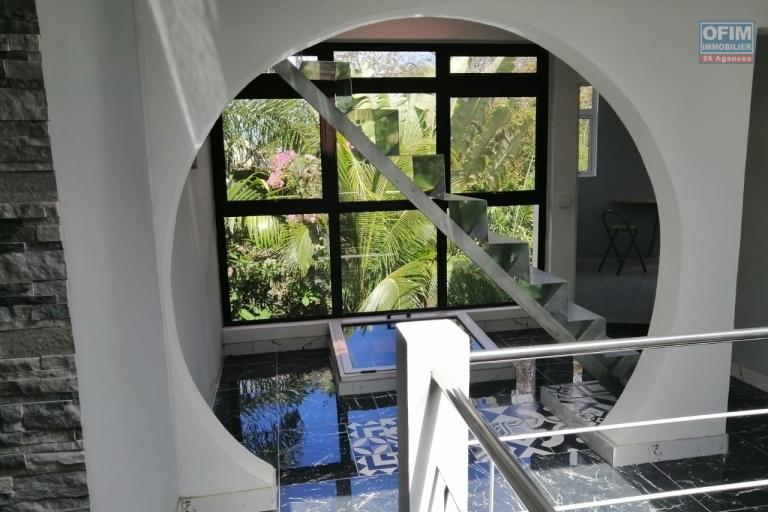For sale art deco / atypical villa in Vale 2 minutes from the motorway in a quiet and green area.