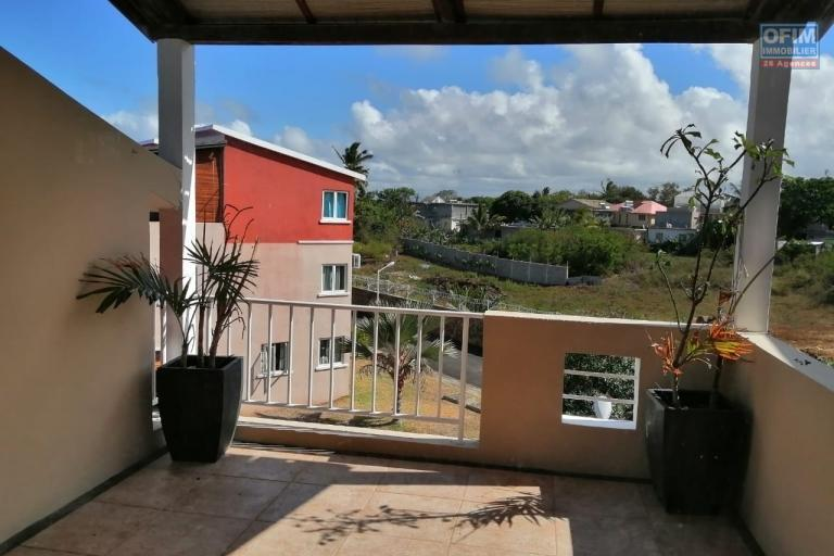 For sale apartment in a secure and maintained residence with swimming pool not far from the sea and shops in Grand Gaube.