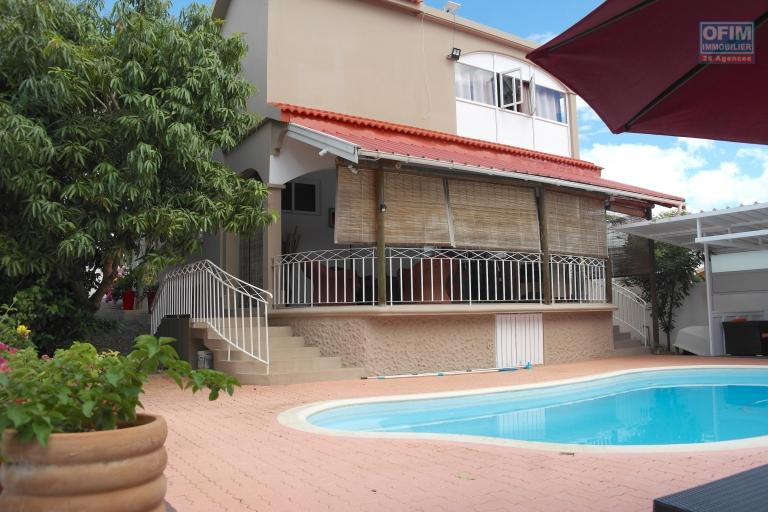 Flic en Flac for sale beautiful and huge 6 bedroom family villa with swimming pool located in a quiet residential area.