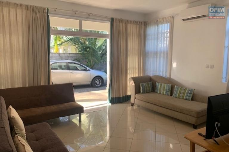 Long-term modern duplex rental equipped and furnished in a quiet area close to amenities, beach, bus stop.