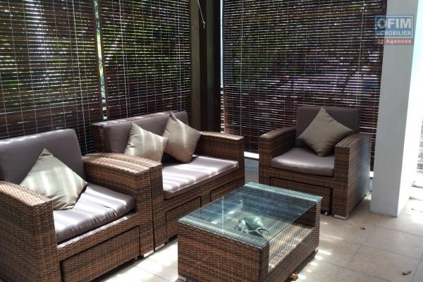 Rent beautiful duplex T4 with private pool in the prestigious residence 16 in Pereybere.