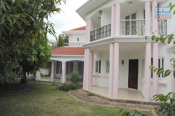 For rent superb contemporary villa at la Gaulette