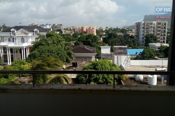 Quatre bornes  sale of apartment in the heart of the city at 4 000 000Rs
