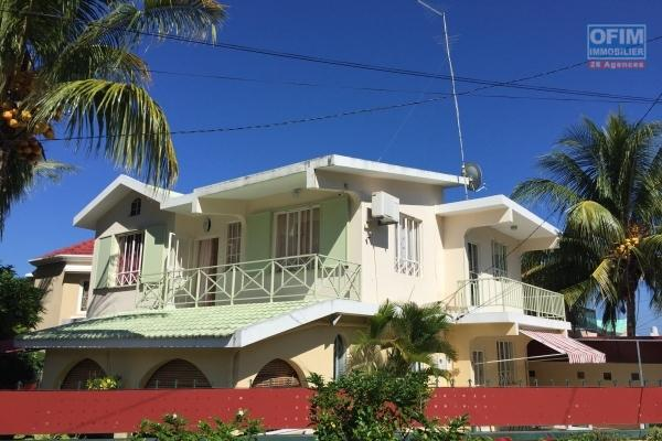 Albion located in a small residence 2 minutes by  walk to  the beach  in a peaceful neighborhood