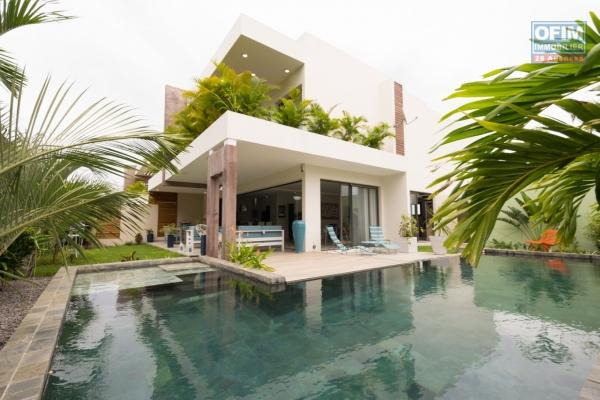 Accessible to foreigners: Sale beautiful new contemporary villa of 250 m2 with swimming pool and beautiful garden with trees in Grand Bay.