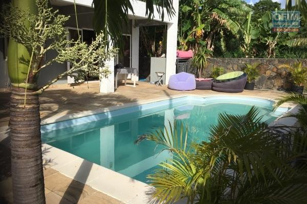 For rent villa F5 with swimming pool and fenced yard not far from amenities in Calodyne