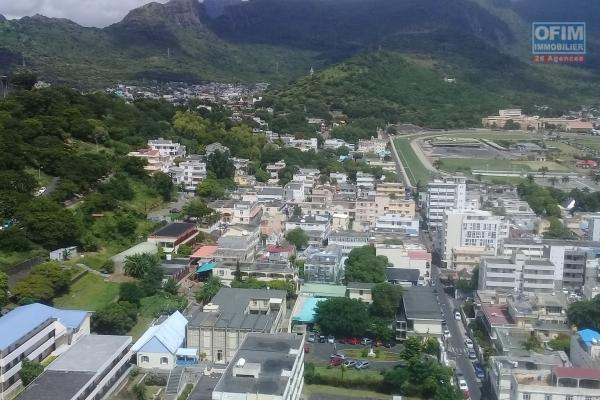 Accessible to foreigners: For sale beautiful apartment F3 of 87.07 m2 with magnificent mountain view in the city center of Port Louis.