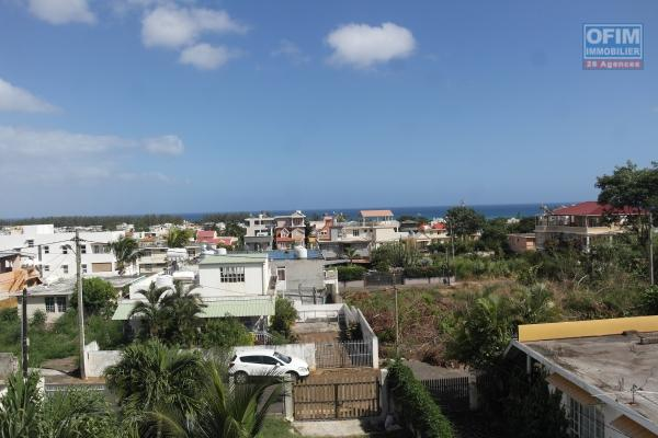 Available for April 2020 renovation work in progress. For rent long term huge house of 8 bedrooms near Club Med d'Albion with a clear view on morcellement de Chazal and the sea.