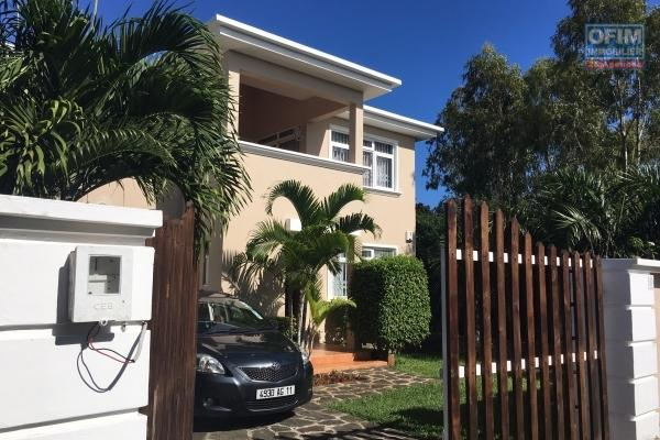 To rent villa F5 with swimming pool in a residence in Pereybere