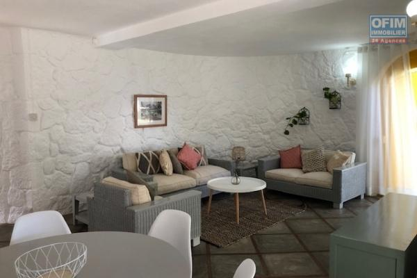 To rent warm villa F4 with very nice garden grassed and sported in 3 minutes of the beach on foot in Belle Mare.