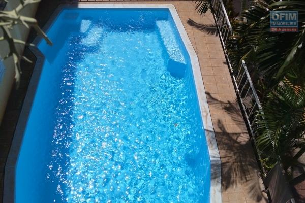 A nice little 3 bedroom apartment in a complex with pool and parking in Flic en flac close to the beach and shops