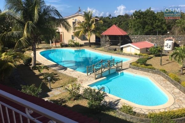 Rent 2 bedroom apartment in a quiet residence with communal pool in Grand Gaube.