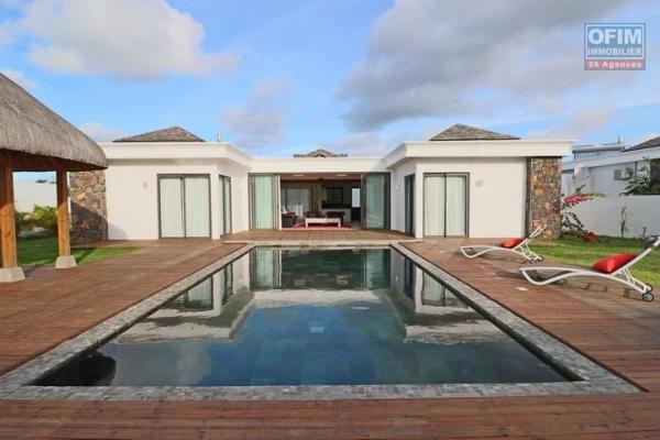 For rent villa T4 with swimming pool in a private and secure domain in Grand Baie.