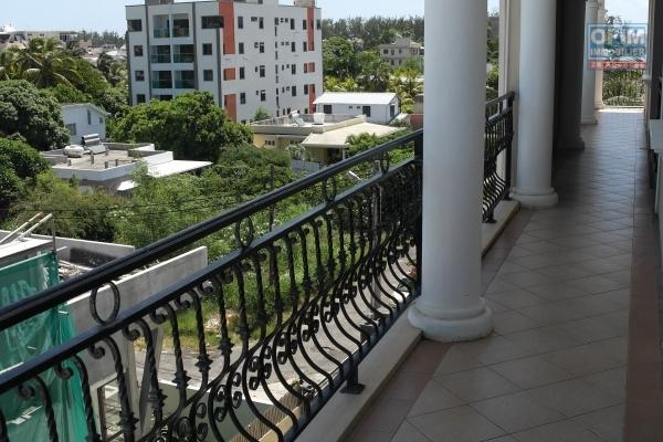 Rental top of a villa in a calm and residential quarter  5 minutes by cars to the beach and shops .