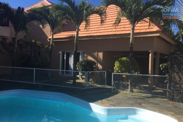 To rent comfortable villa F5 with swimming pool and raised garden in Pointe aux Canonniers.