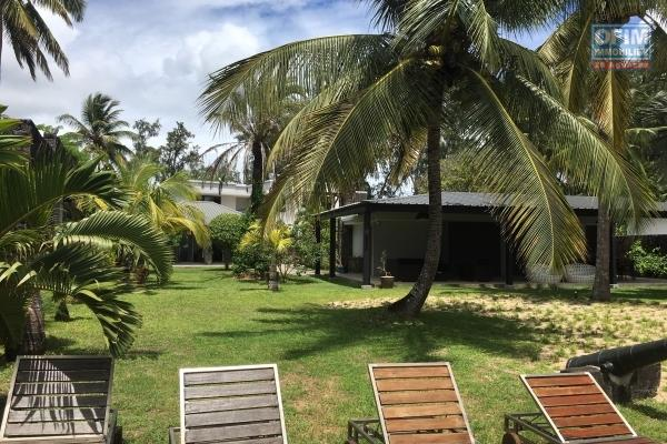 For rent villa 1500 m2 of land feet in the water at Trou aux biches