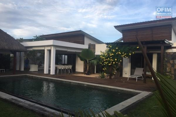 For rent villa T4 in a private and secure domain in Grand Baie.