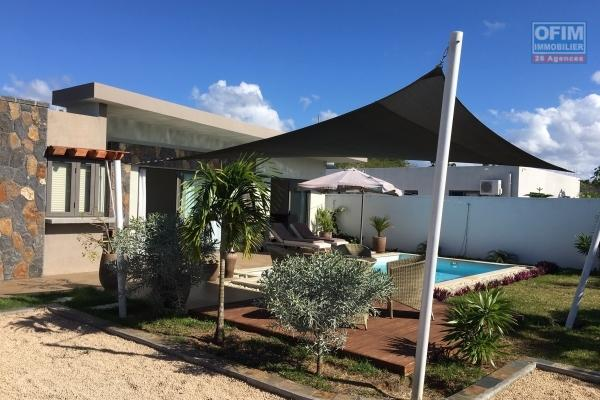 Charming rental modern 3 bedroom villa with garden and swimming pool, 20 foot path in Grand Baie.