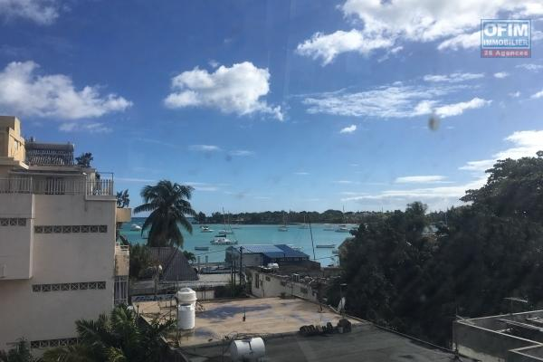 T4 apartment of 250 m2 living space with sea view for sale in Grand Baie downtown accessible to Mauritians and foreigners.