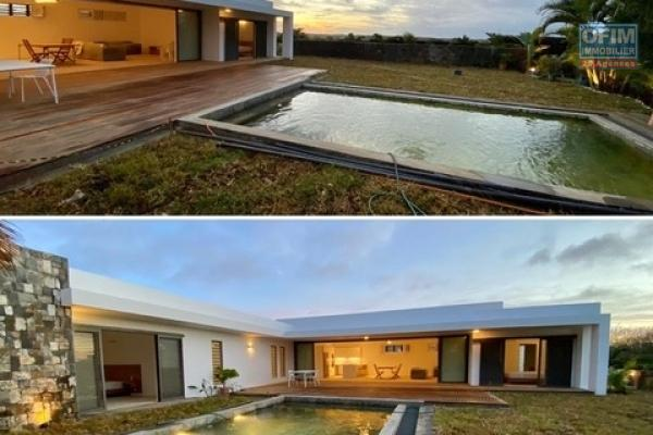 New and very spacious T4 villa for rent in Grand Bay (2 minutes from the mall and the Mon Choisy golf course) in a private and secure domain.