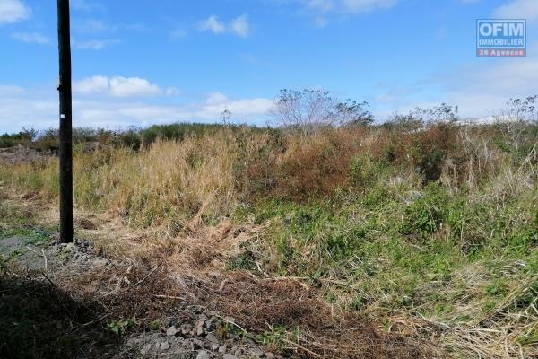 For sale very nice land at chemin 20 pieds on the Pereybère side.