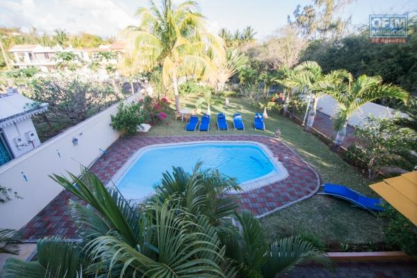 Villa T8, 6 bedrooms on 16 perches of land and swimming pool for rent on Pointe aux Canonniers (SMALL PRICE FOR LARGE SURFACE AREA).