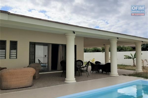 Black River for rent charming and pleasant 4 bedroom villa with swimming pool and a large, enclosed garden with trees in a quiet residential area.