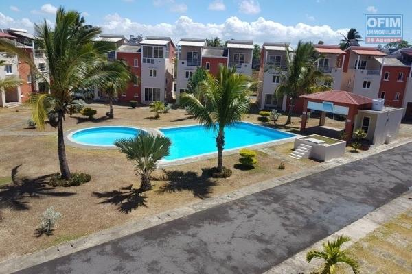 For sale duplex apartment in secure residence 10 minutes walk from the sea in Grand Gaude.
