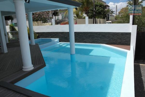 Flic en Flac for rent 1 bedroom apartment with swimming pool located 5 minutes walk from the beach and quiet shops.