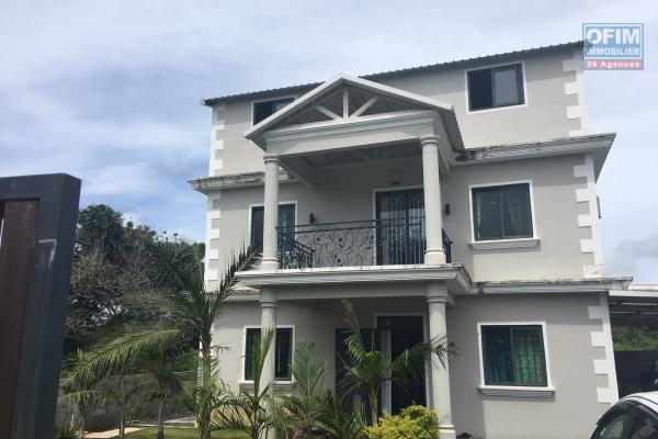 For rent T2 / 3 house near the Super U and the beach in Grand Baie.