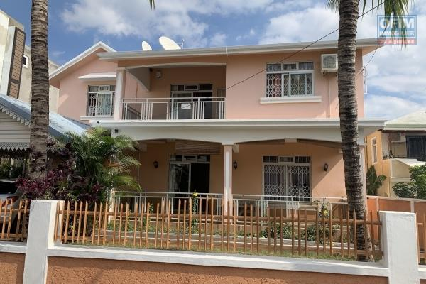 Flic en Flac for rent large villa with 4 bedrooms and 1 office located in a residential area and close to shops and the beach.