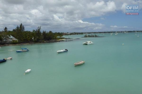 Rent beautiful apartment F4 foot in the water with swimming pool in Grand Bay.