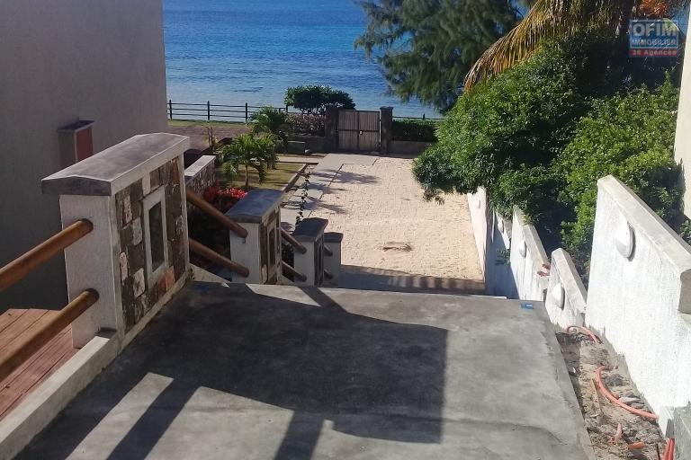 A vendre très bel appartement neuf pieds dans l'eau avec vue mer et vue Coin de Mire à couper le souffle à Bains Boeuf.