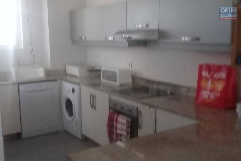 Accessible aux étrangers et aux mauriciens: A vendre très bel appartement à 100 mètres de la plage  et proche des commodités à Bain Boeuf.