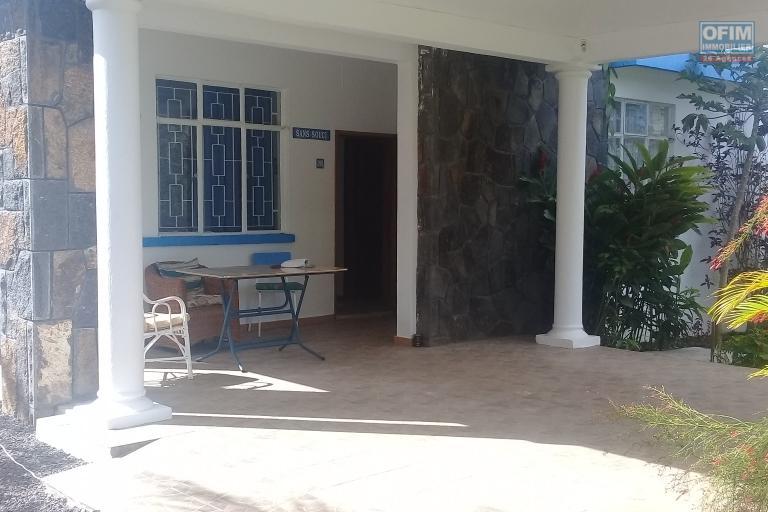 A vendre villa F7 dans un quartier très prisé proche de la mer et des commodités à Péreybère.