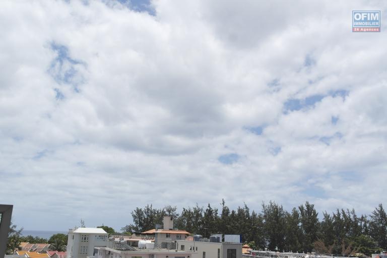 Flic en Flac à vendre accessible aux étrangers superbe appartement récent en plein cœur de Flic en Flac à 1minutes à pieds de la plage et des commerces.