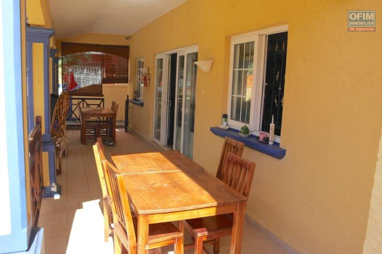 Albion vente villa de charme avec piscine et garage à deux pas de l'océan au calme