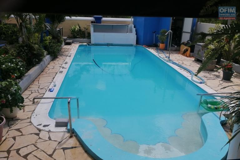 A vendre villa de 250 m2 proche de la mer sur une belle parcelle de terrain à Balaclava.