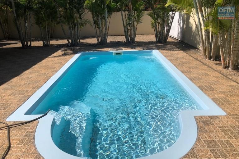 A la Pointe aux Piments vente villa accessible à l'achat aux étrangers et aux mauriciens avec un permis de résidence permanent pour toute la famille.