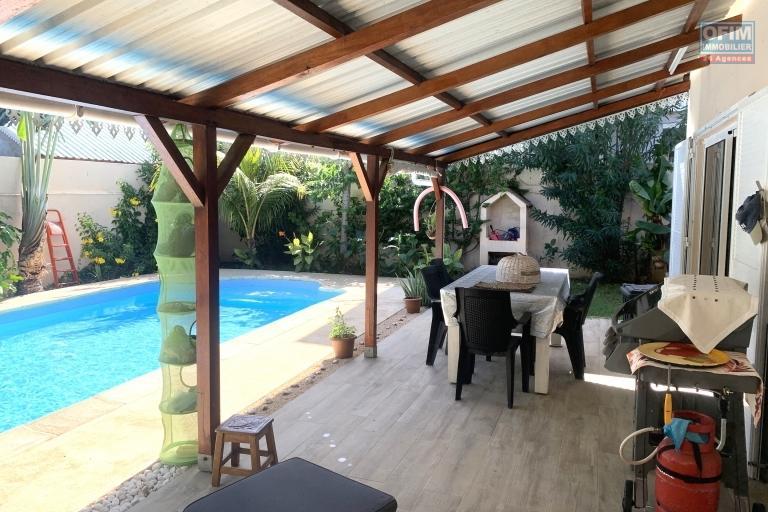 Albion à vendre ravissante villa trois chambres de plain-pied avec piscine au calme.