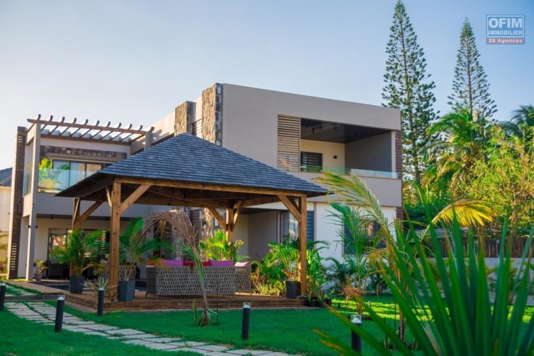 Très belle villa entièrement meublée en vente locale à la Pointe aux Canonniers.