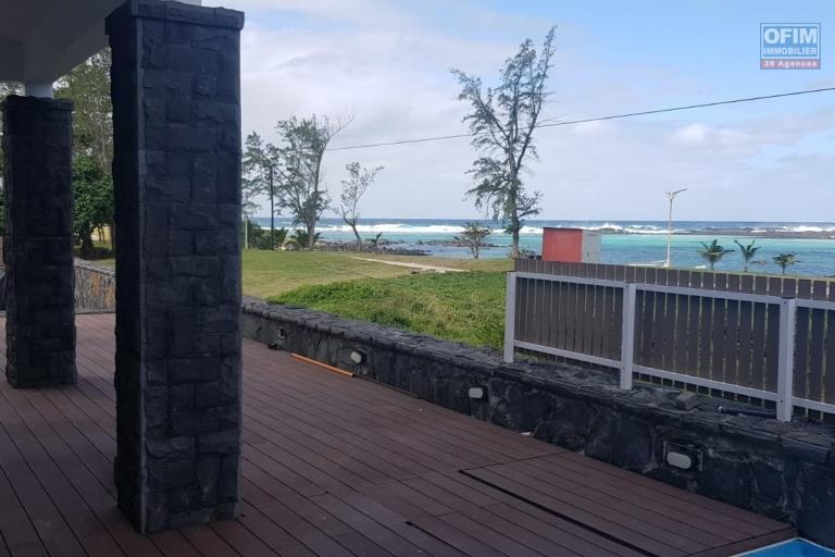Vente villa pieds dans l'eau sur terrain de 12 perches en toute propriété avec vue mer dans le Sud à Le Bouchon.