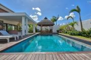 Accessible aux étrangers et aux mauriciens: A vendre une récente villa de 4 chambres en statut RES éligible aux étrangers et aux mauriciens avec permis de résidence permanent pour toute la famille à Grand Baie l'île Maurice.